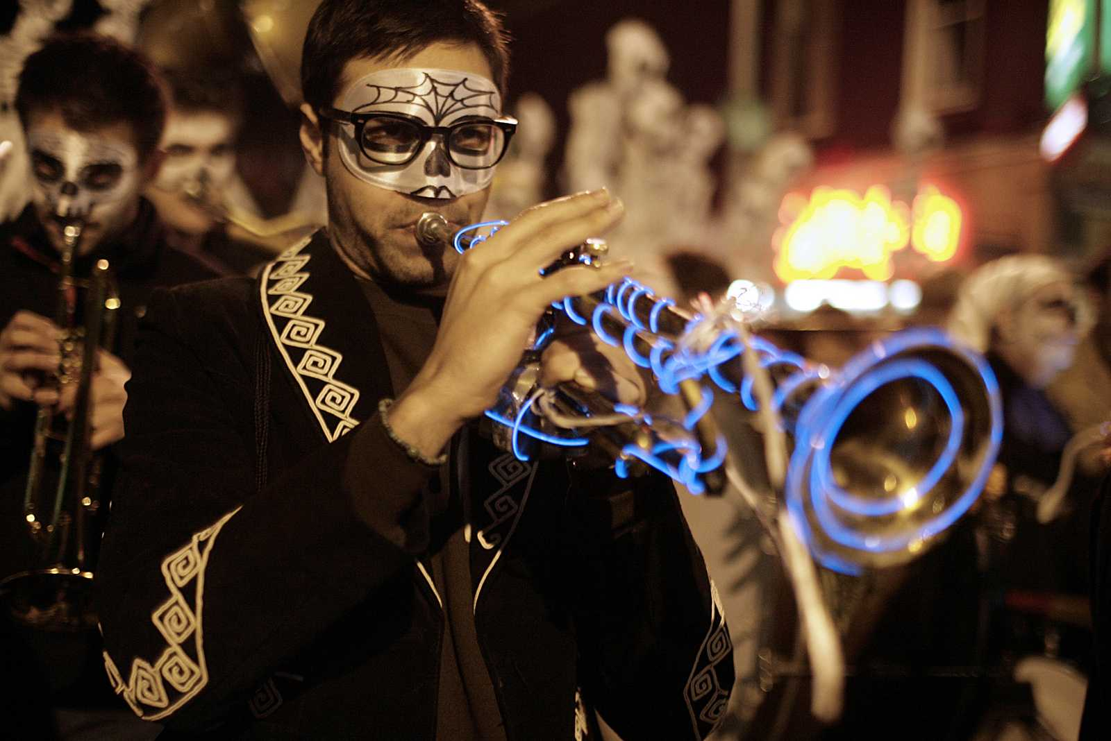 A performer plays a trumpet laced with blue lights during the Día de Muertos parade on Nov 2. The parade took place in San Francisco's Mission District. Photo by John Ornelas / Xpress