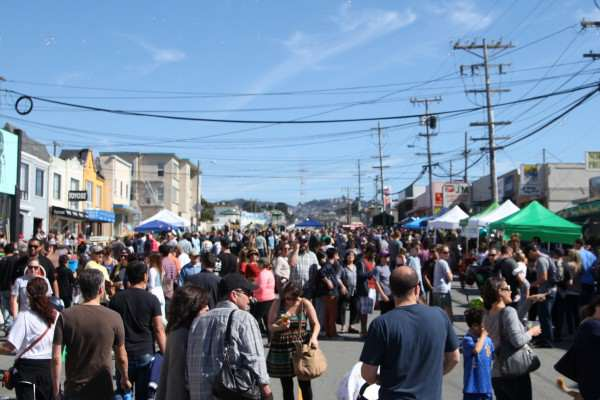 People, artists and vendors gather together on Noriega St. for the first annual Ocean Beach Music and Arts Festival Saturday, Oct. 11. Lorisa Salvatin / Xpress.