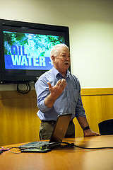 "Randy Borman, a Cofan Tribal Chief, speaks to the crowd of students who came to see the documentary ""Oil & Water"" at Richard Oakes Multicutural Center Wednesday, Nov. 5, 2014. Martin Bustamante/Xpress."