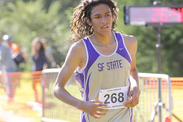 Men's cross country team places first at SF State Invitational, women's team places fourth