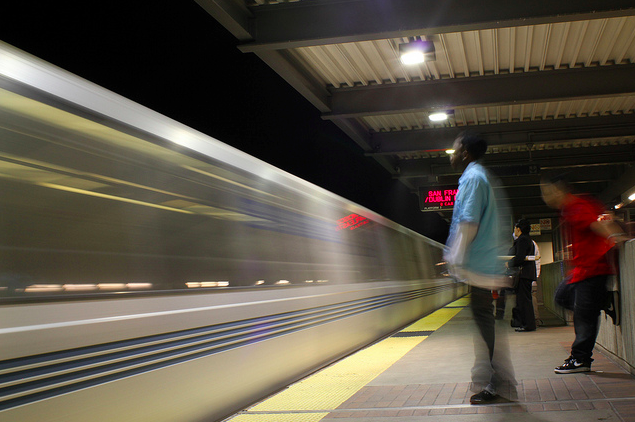 BART service could run later Friday nights, start later Saturday mornings