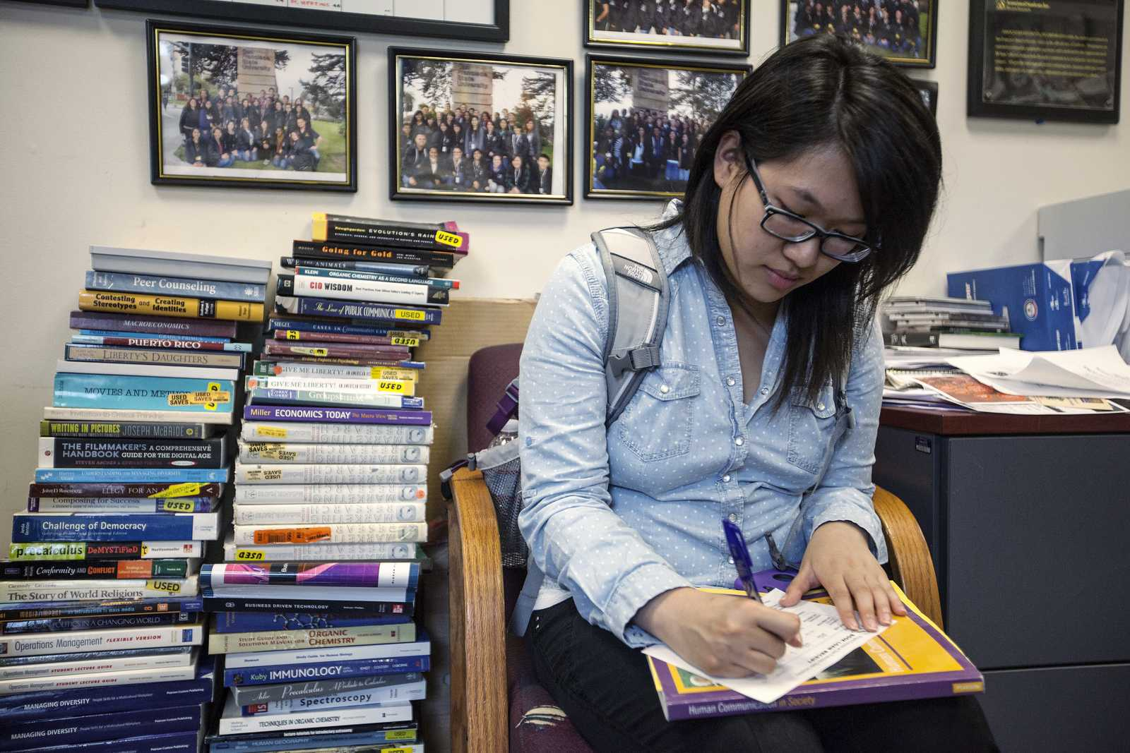 Gigi Huie fills out paperwork to receive her book through the Project Connect book loan program on Tuesday, Sept. 3 in the Project Connect office in the Cesar Chavez Student Center. Photo by Dariel Medina / Xpress