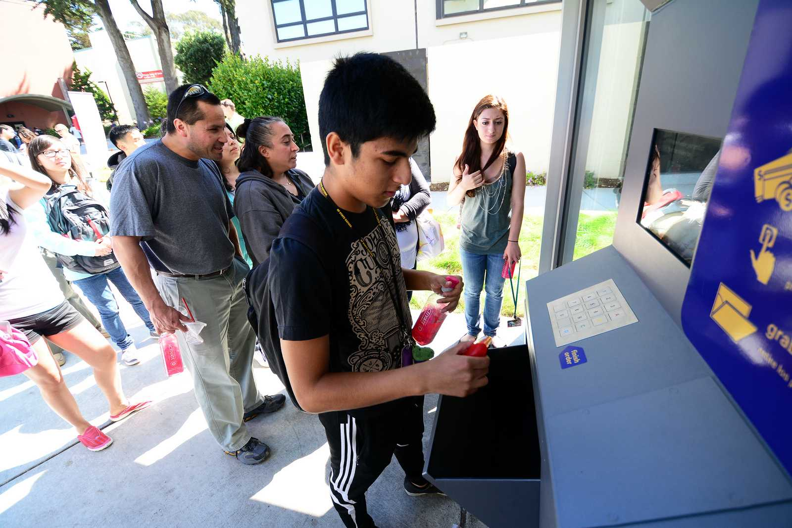 New 24-hour vending machine provides students with convenience goods