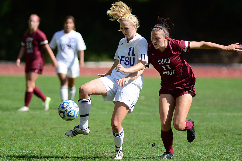 Last minute goal brings Gators up in women's soccer conference