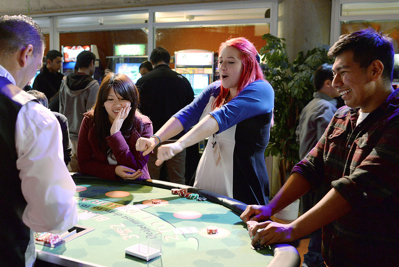 Students win big prizes at ASI Casino Night