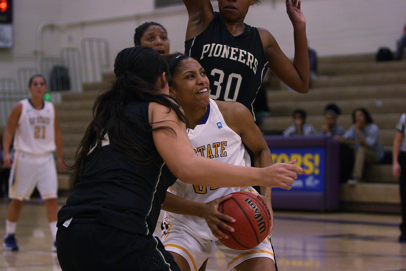 Women's basketball beats Pacific Union in Gator's home opener