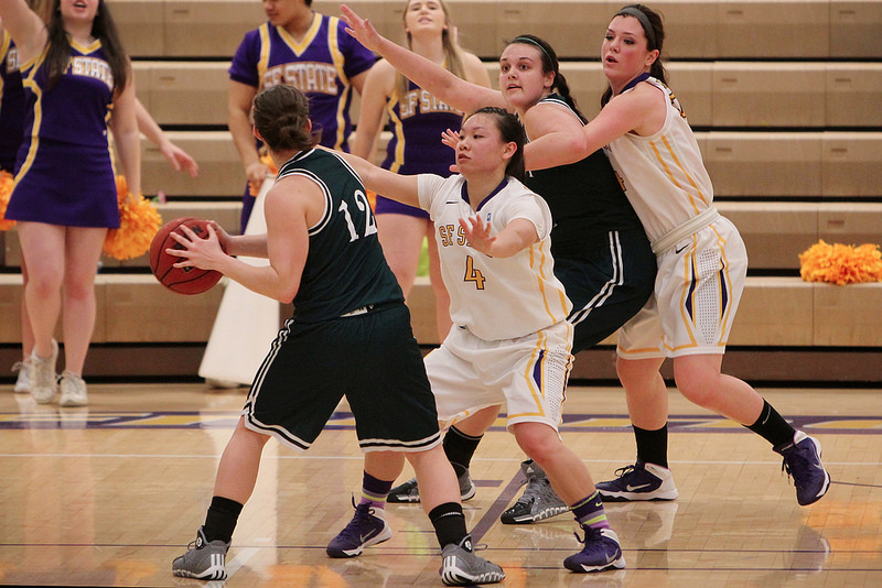 Women's basketball pulls ahead in conference with win against Humboldt