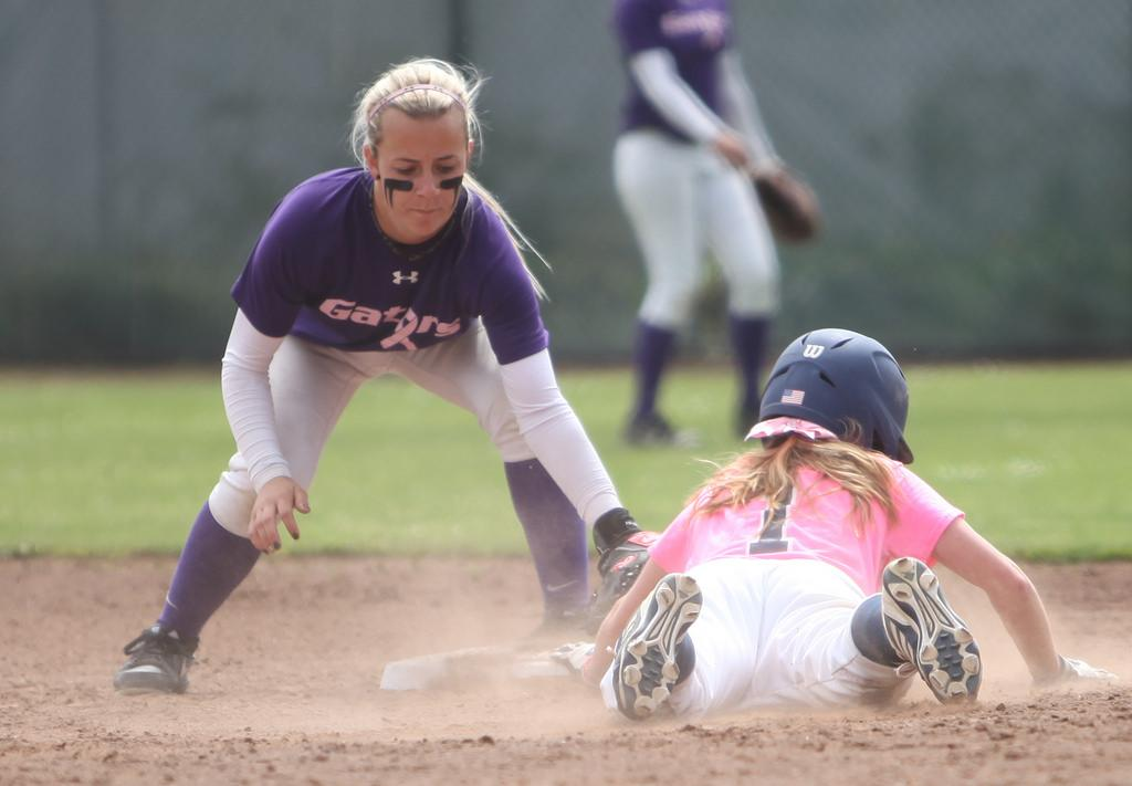 Softball ends series with dramatic extra inning win