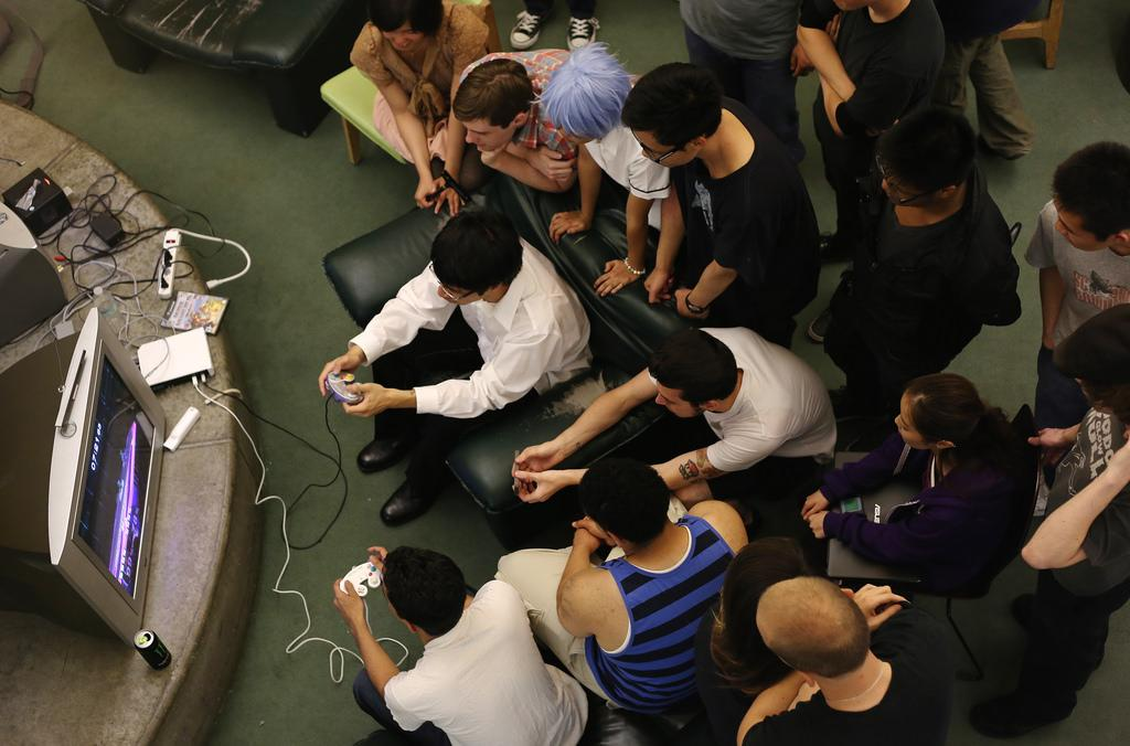 Gamers sing 'Let it Go' to finals stress