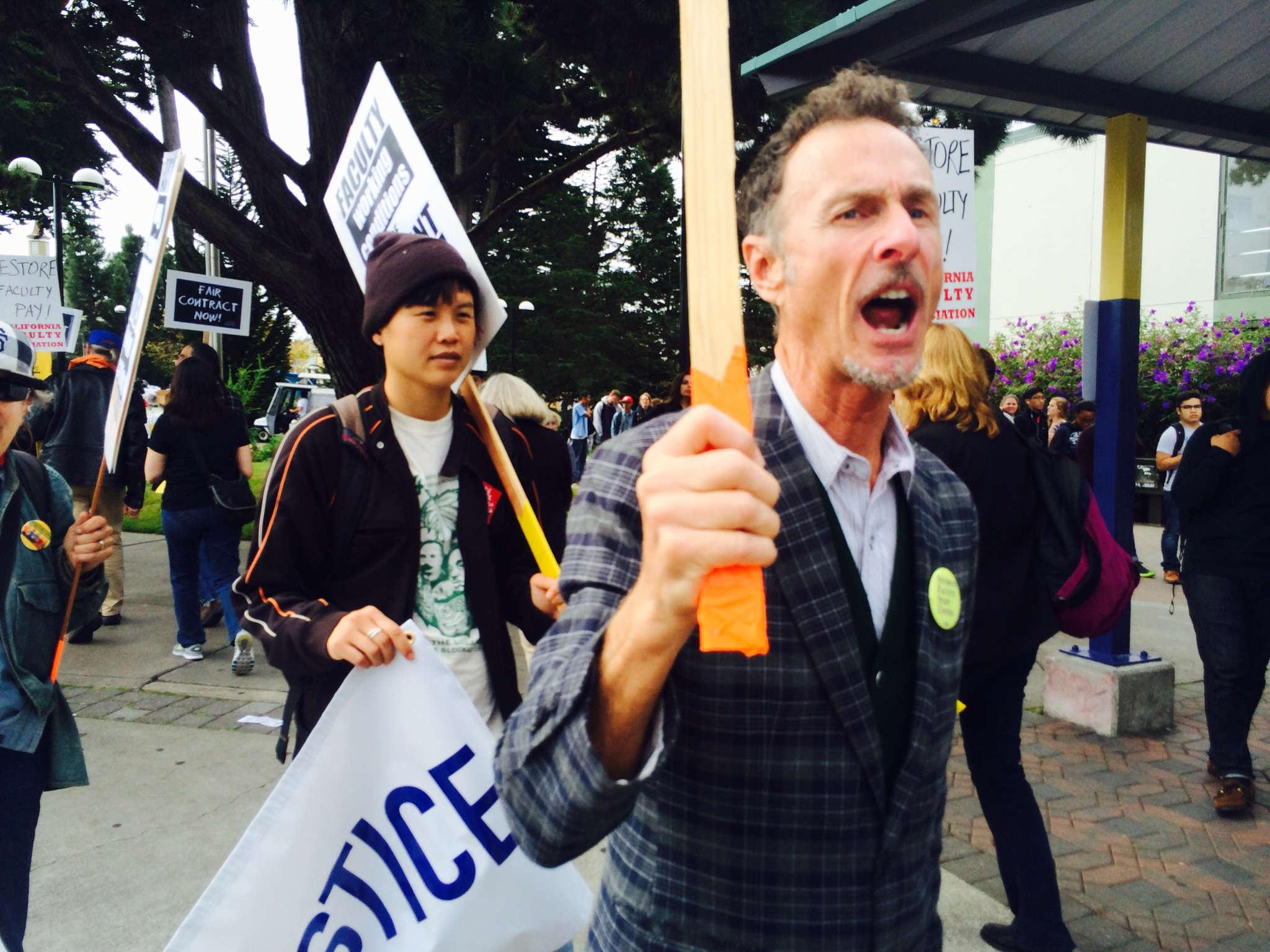 Faculty members ask students to join in solidarity for new labor contracts