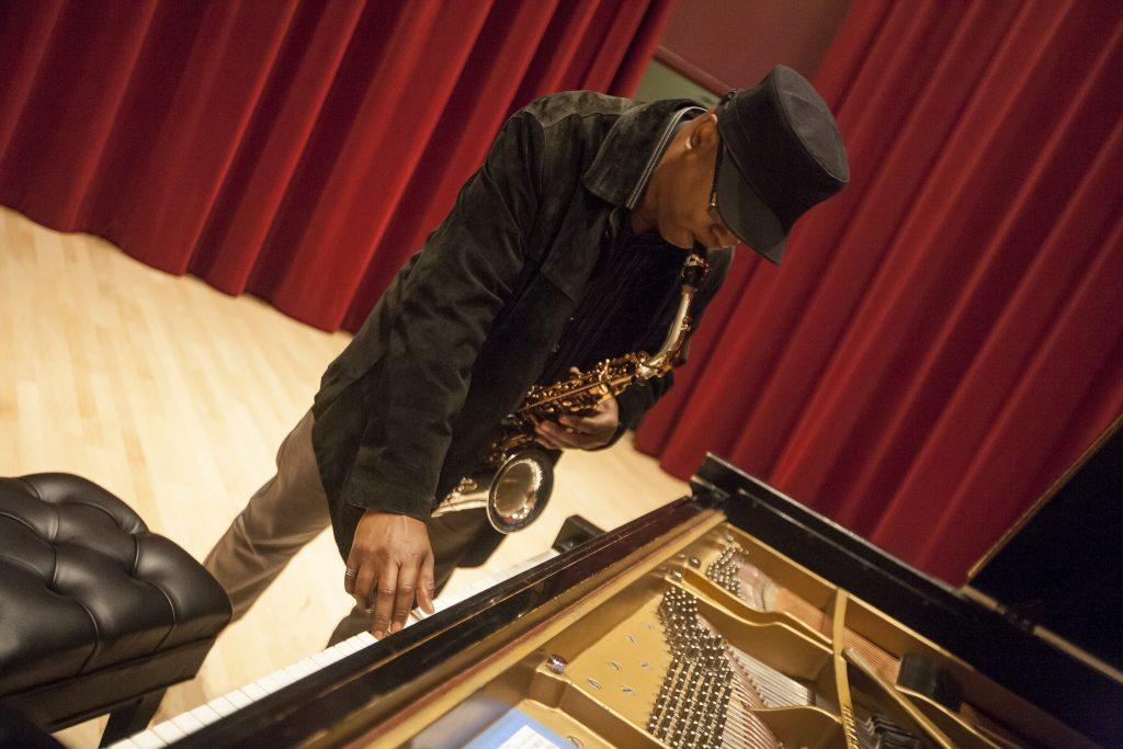 Renowned+jazz+saxophonist%2C+Greg+Osby%2C+tunes+his+instrument+before+conducting+a+jazz+master+class+in+Knuth+Hall+Wednesday%2C+Oct.+15%2C+2014.