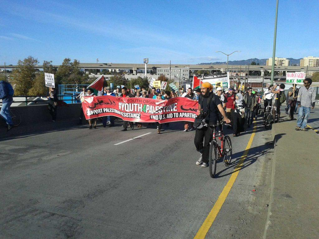 Pro-Palestinian+protestors+march+along+7th+Street+toward+the+Oakland+shipyard+in+an+effort+to+block+Israeli+cargo+company+Zim+Integrated+Shipping+Services+Ltd.+Sunday%2C+Oct.+26%2C+2014.