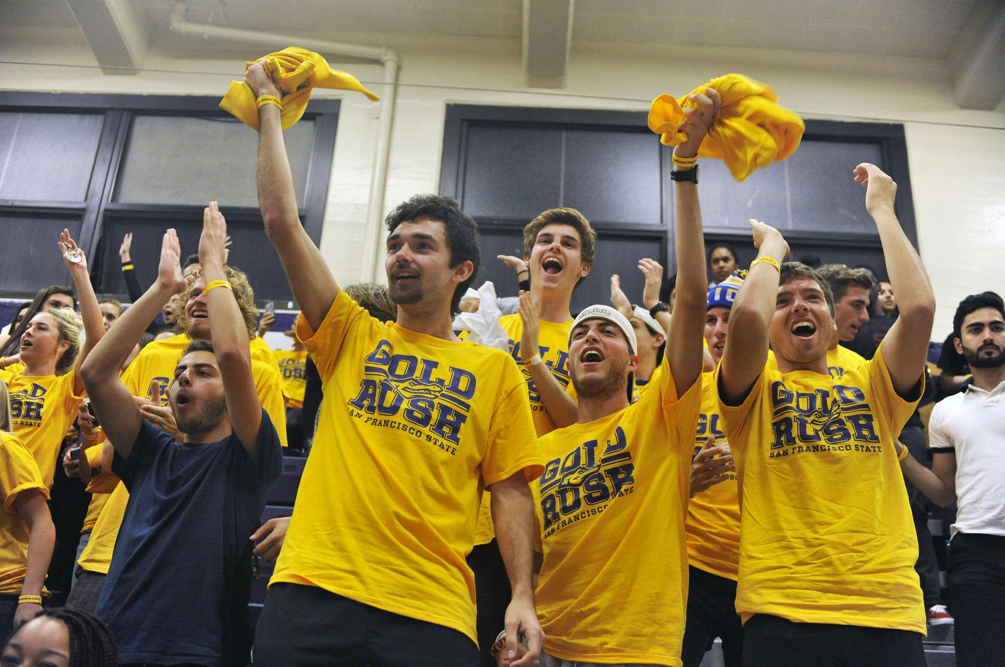"""Gold Rush"" night energizes crowd, key to men's successful night"
