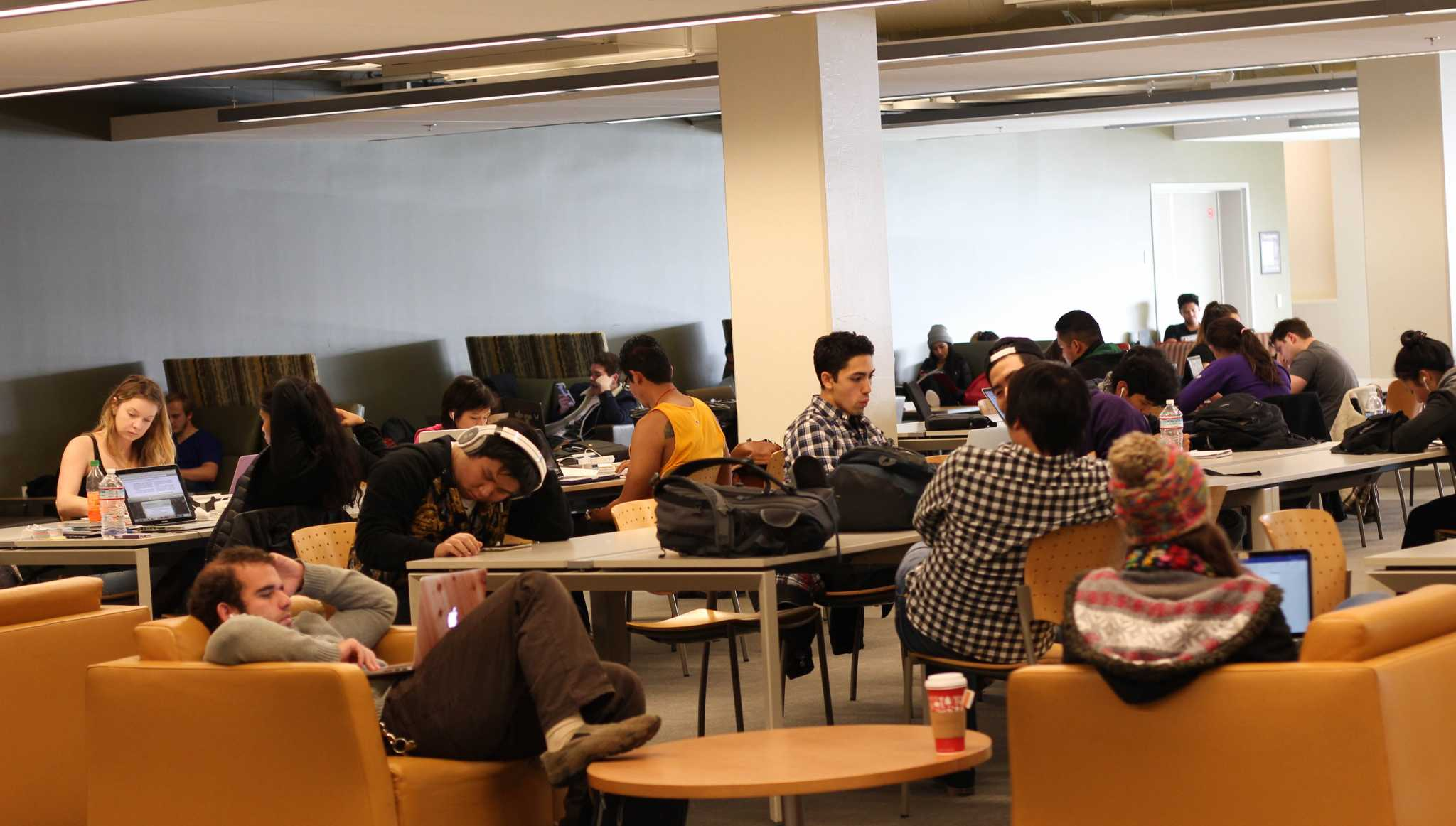 SF State students studying at the J Paul Leonard Library Monday Dec. 14, 2015 (Alex Kofman / Xpress)