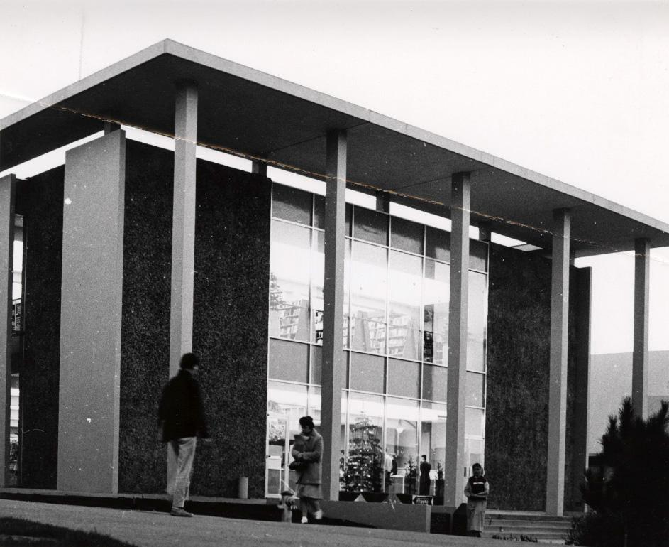 The+Franciscan+Building%2C+built+in+December+1962%2C+before+it+was+demolished+in+2005+to+make+space+for+the+a+new+addition+to+the+J.+Paul+Leonard+Library%2C+where+the+University+Club+had+a+restaurant+and+lounge+for+SF+State+employees+and+faculty.+%28Photo+Courtesy+of+Joseph+O.+Diaz%29+