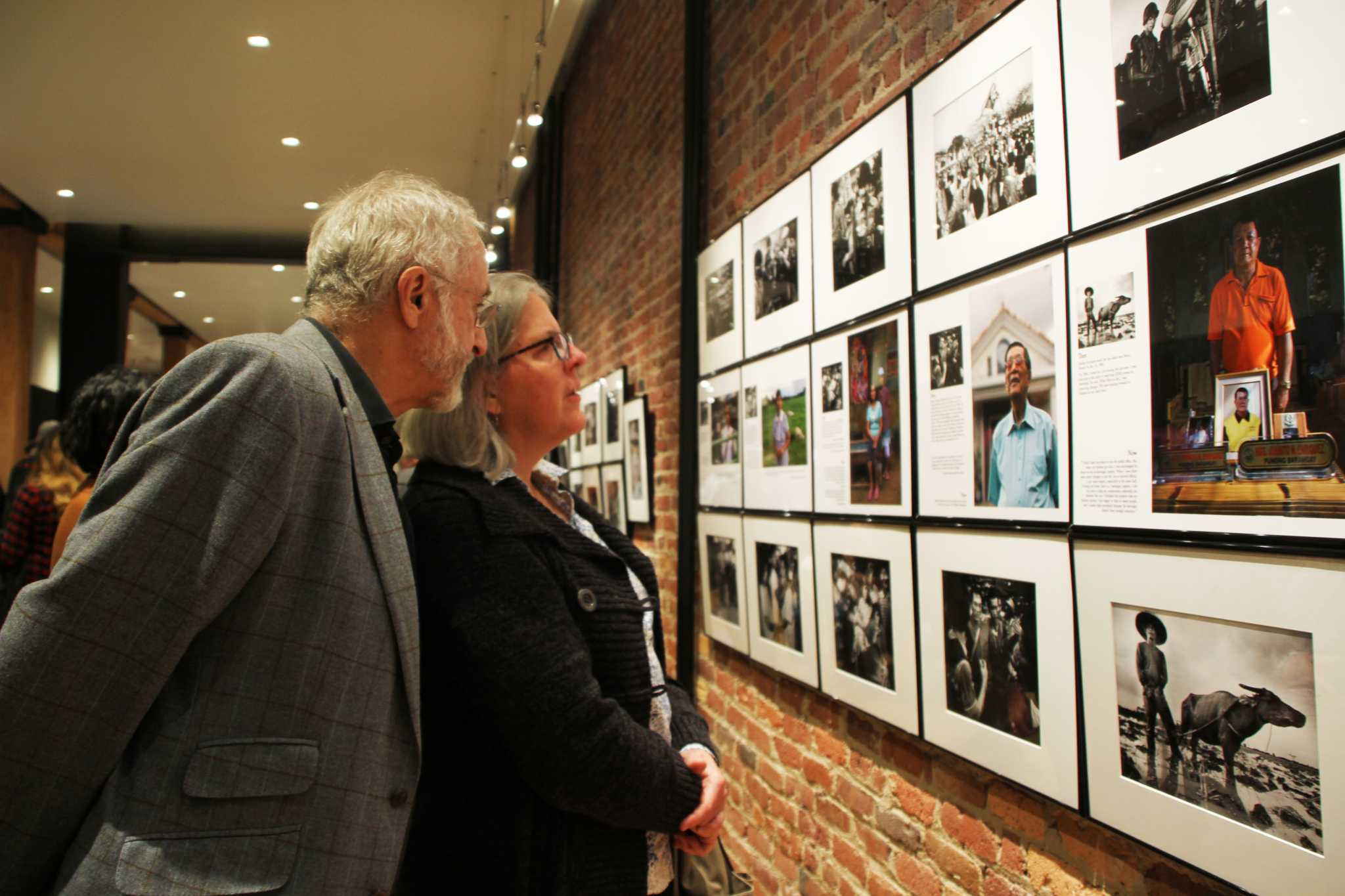 Harry Mathias and Anne Morkill view Kim Komenich's photographs at his