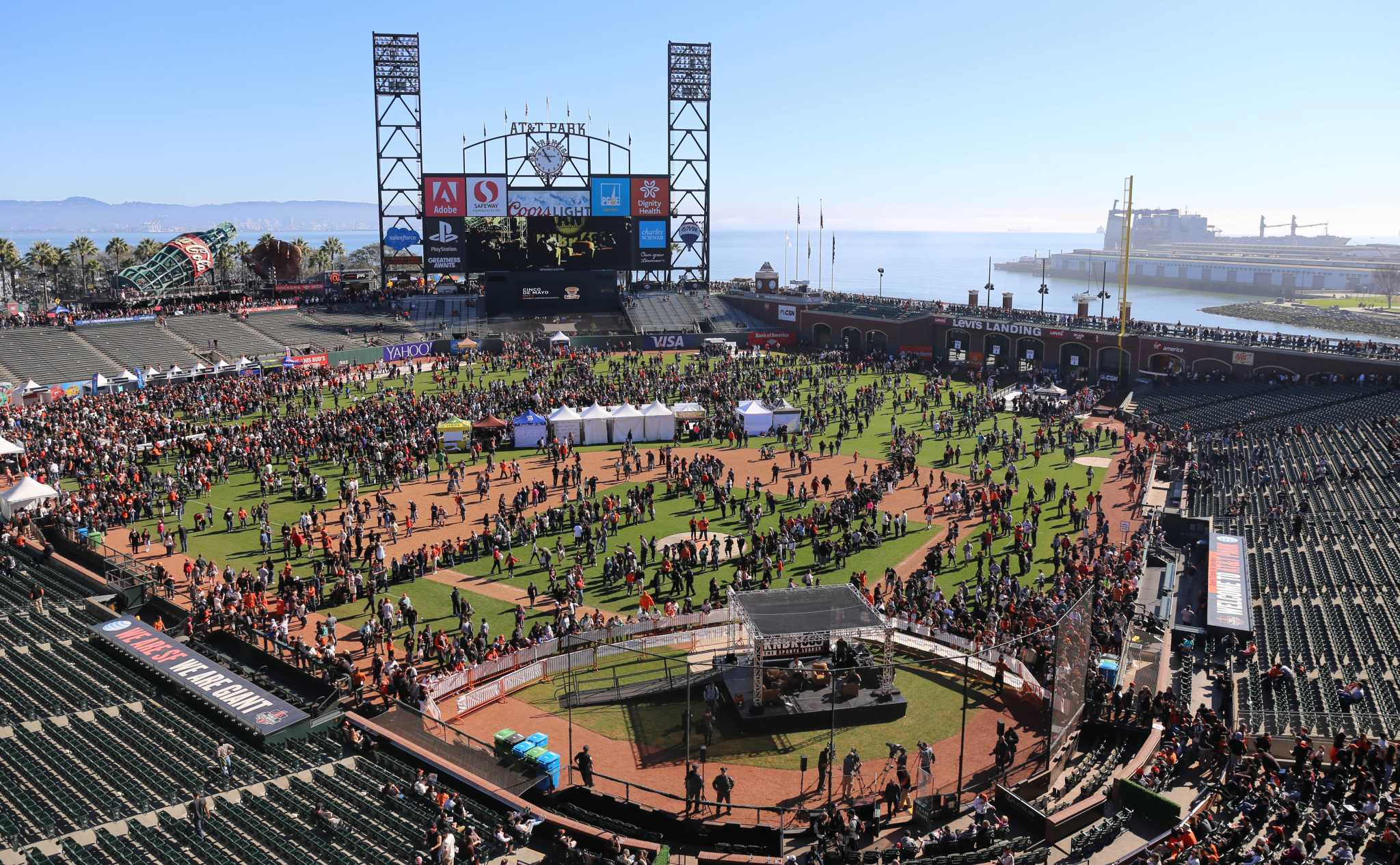 Students flock to AT&T park to enjoy Giants FanFest