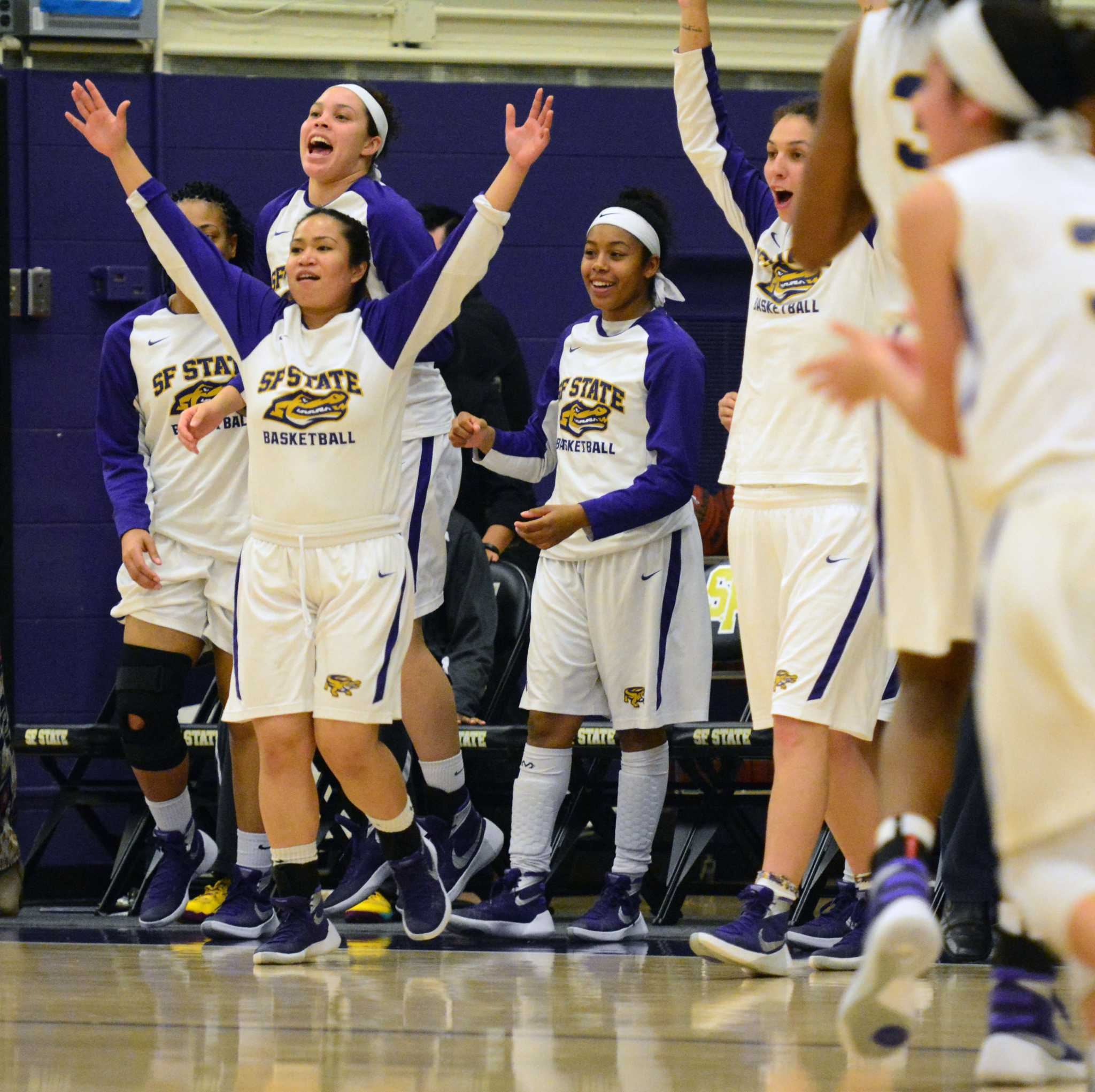 Women's basketball grinds out third straight victory