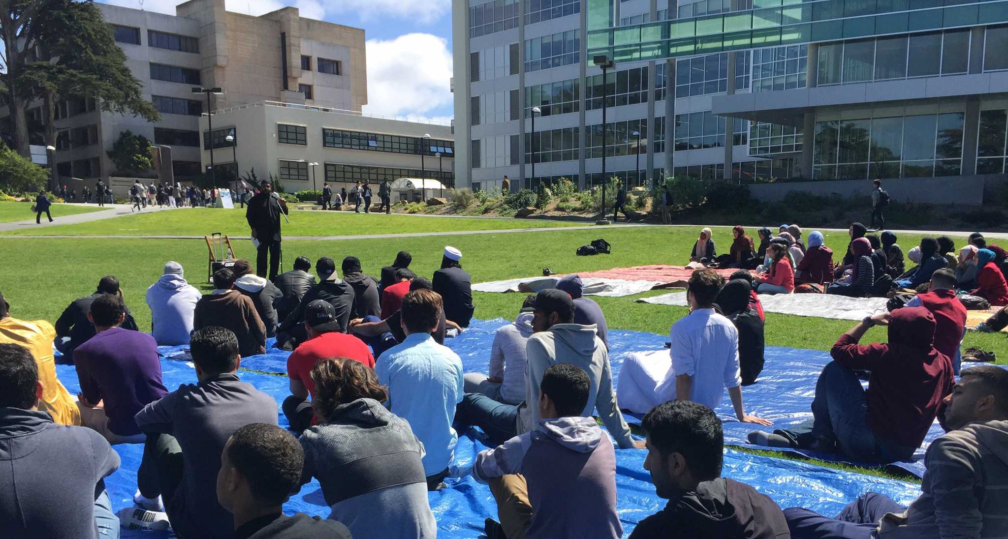 Students participate a workshop during Islam Awareness Week held by Muslim student association at Quad in SF State Friday, Apr.1, 2016. (Qing Huang/Xpress)