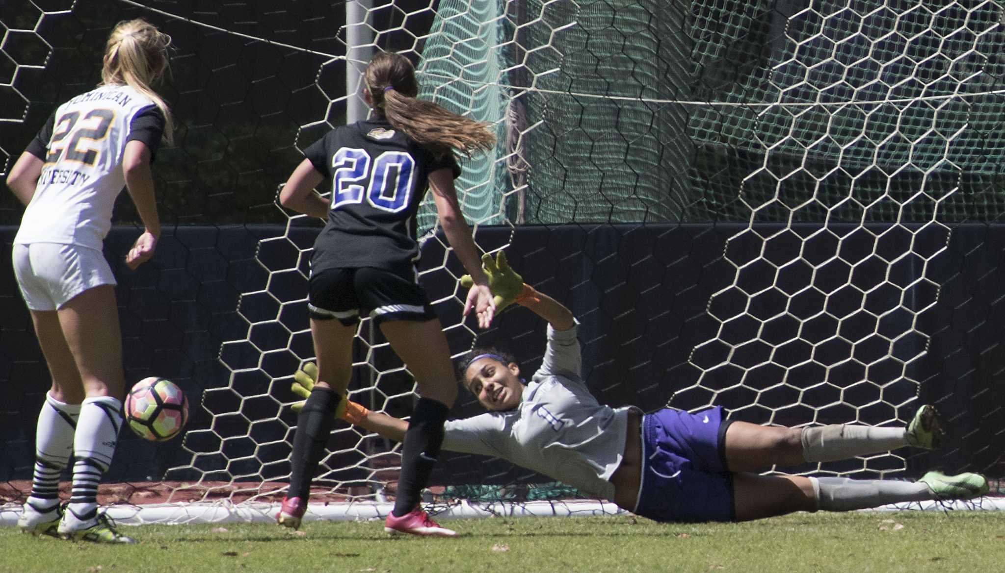 Gators blow late lead to finish in double overtime draw