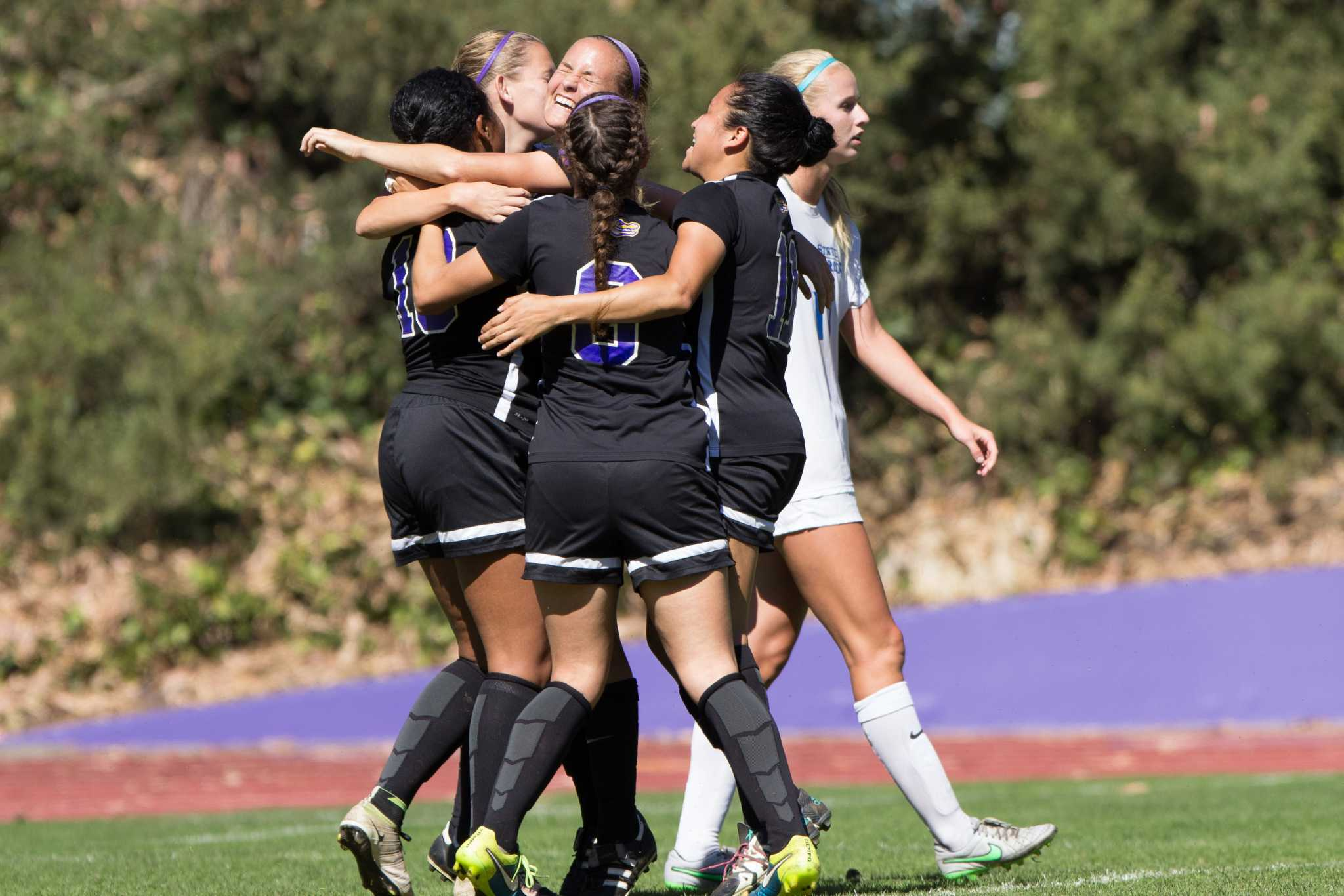 Women's soccer break three game losing streak