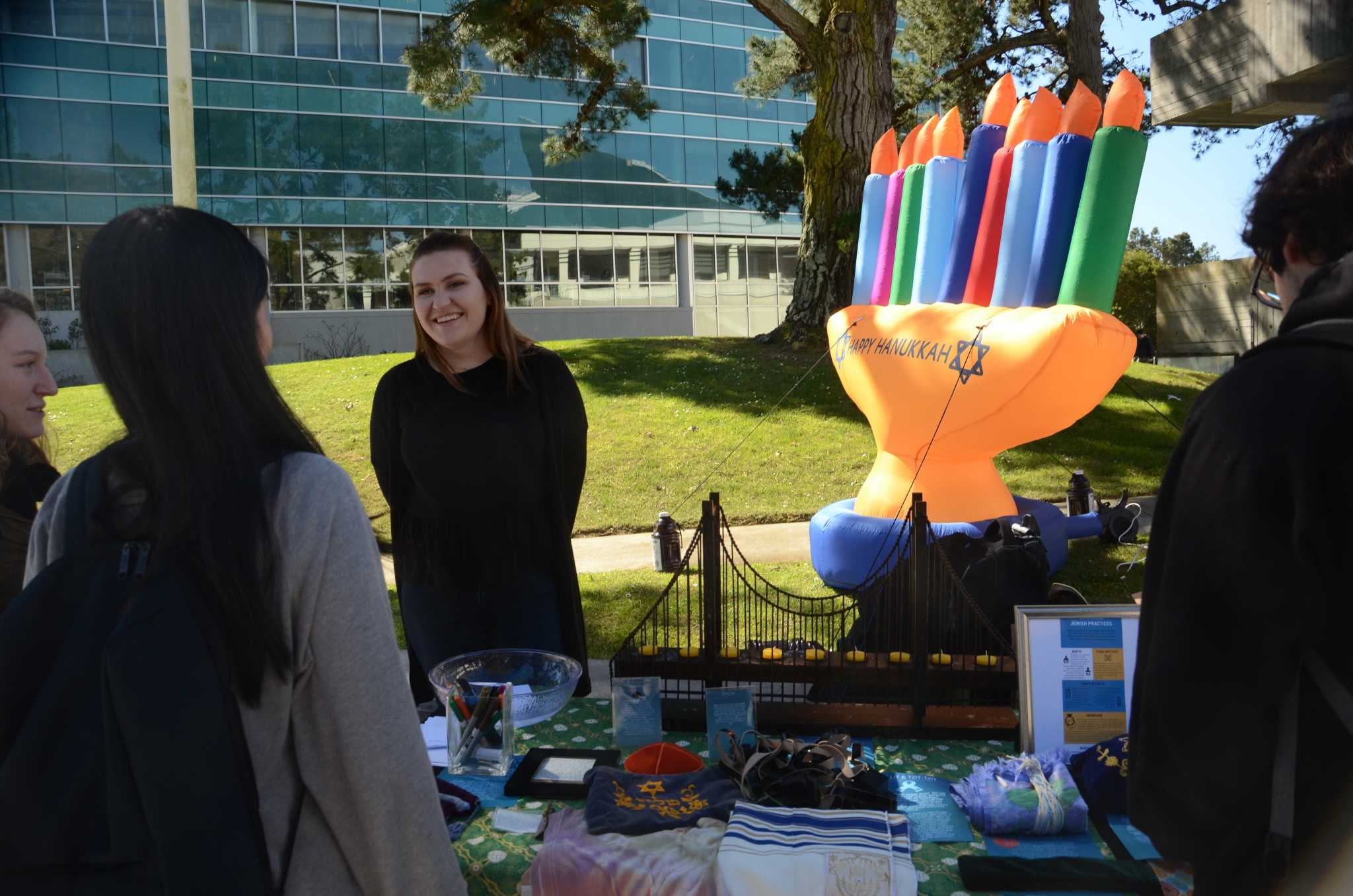Annie Ford, Intern at San Francisco Hillel talking with students at San Francisco State during Jewish Heritage week on March 1, 2017.  (Christianna Fjelstad/Xpress)