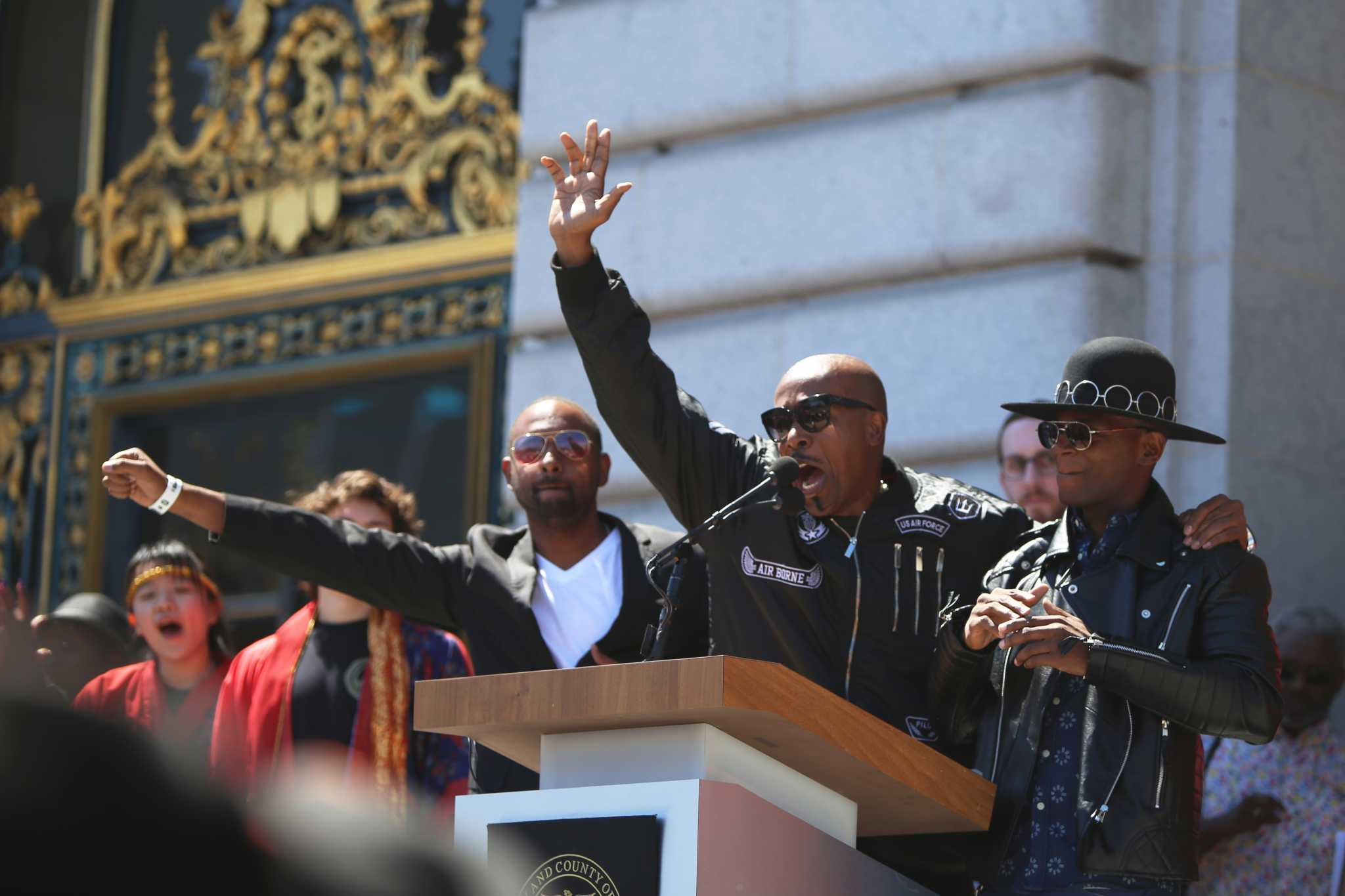 MC Hammer performs during a peaceful Unite Against Hate Rally hosted by city officials at San Francisco's City Hall on Friday, August 25, 2017. (Mira Laing/Golden Gate Xpress)