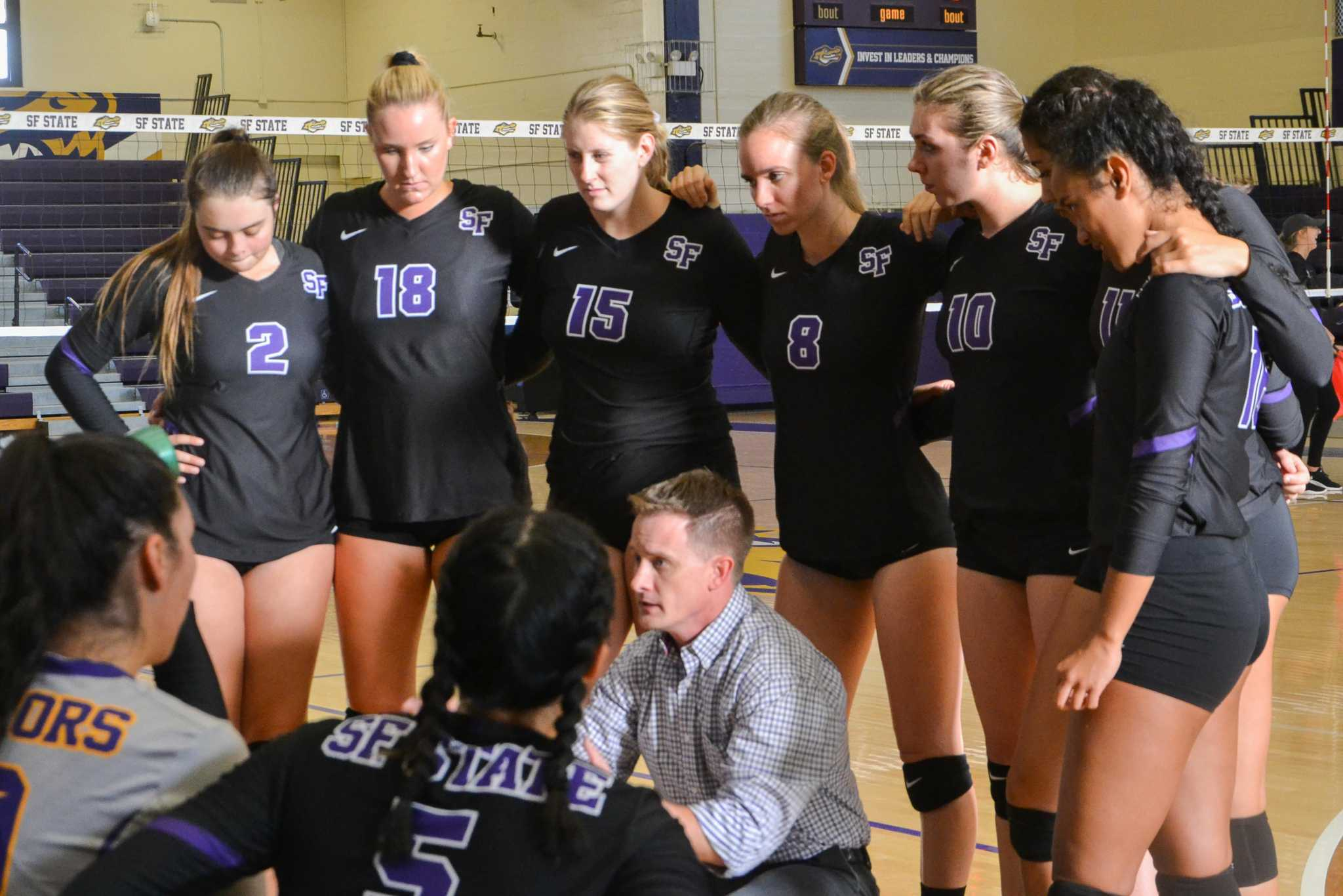 The SF State women's volleyball huddles during an opening game against Dominican University held in the gymnasium at SF State on Thursday, August 31, 2017. The SF Gators defeated the Dominican University Penguins 3-1. (Cristabell Fierros/Golden Gate Xpress)