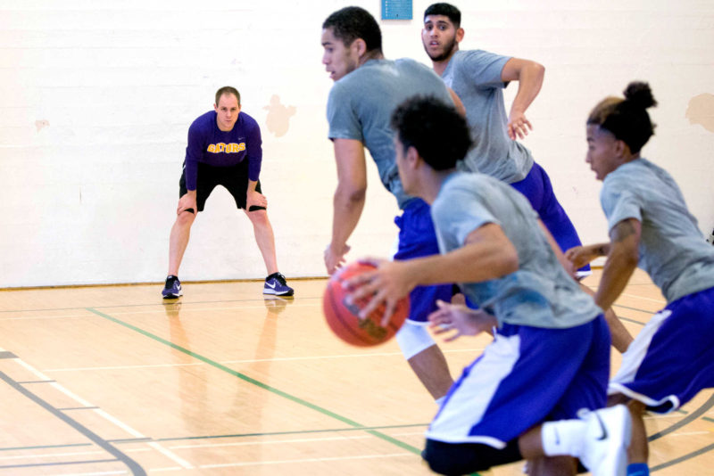 Men's basketball: New coach, new players, no problem