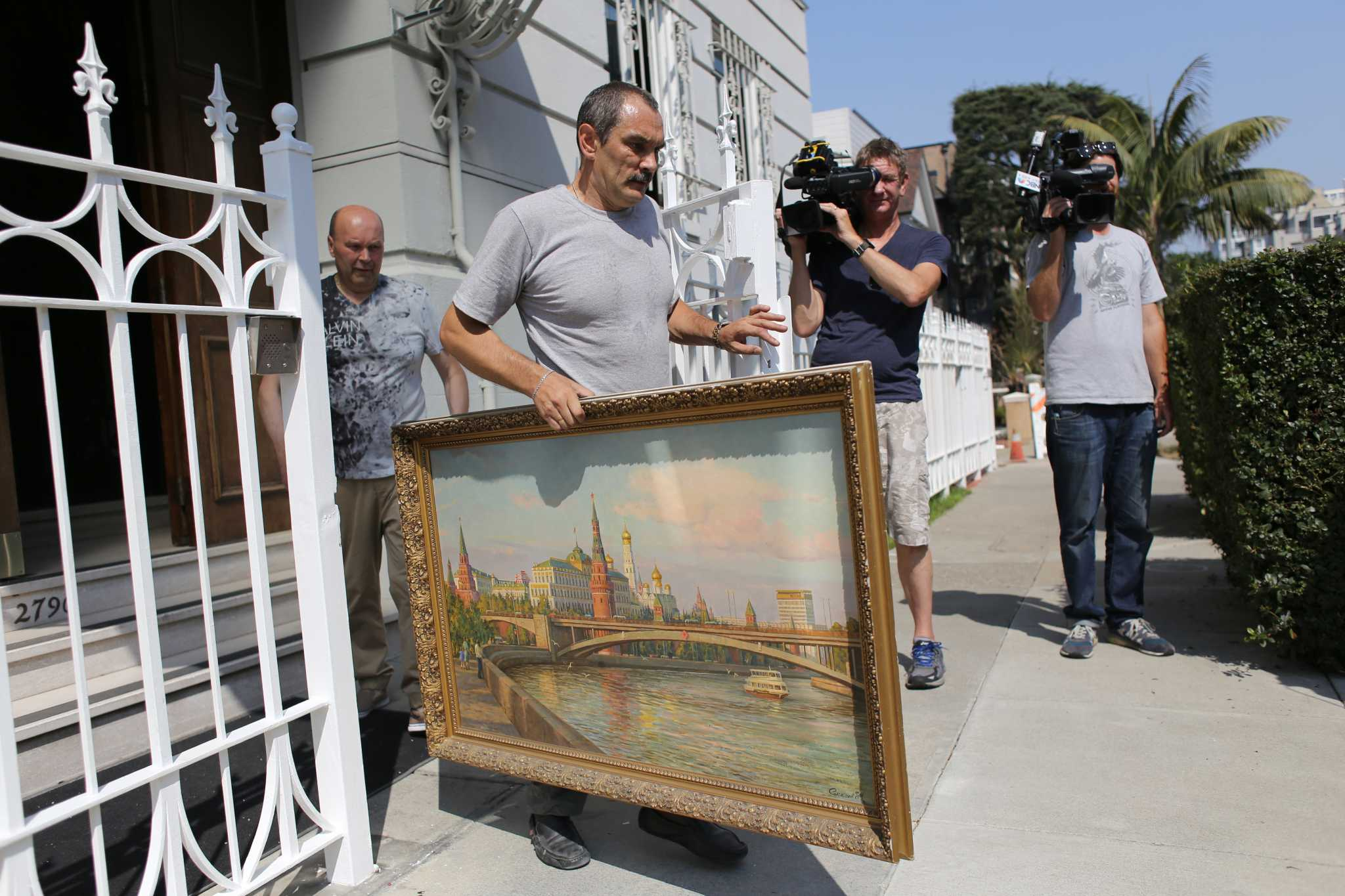 A man carries a painting out of the Russian consulate in San Franicsco, Calif. on Friday, Sept. 1, 2017. (Travis Wesley/Golden Gate Xpress)