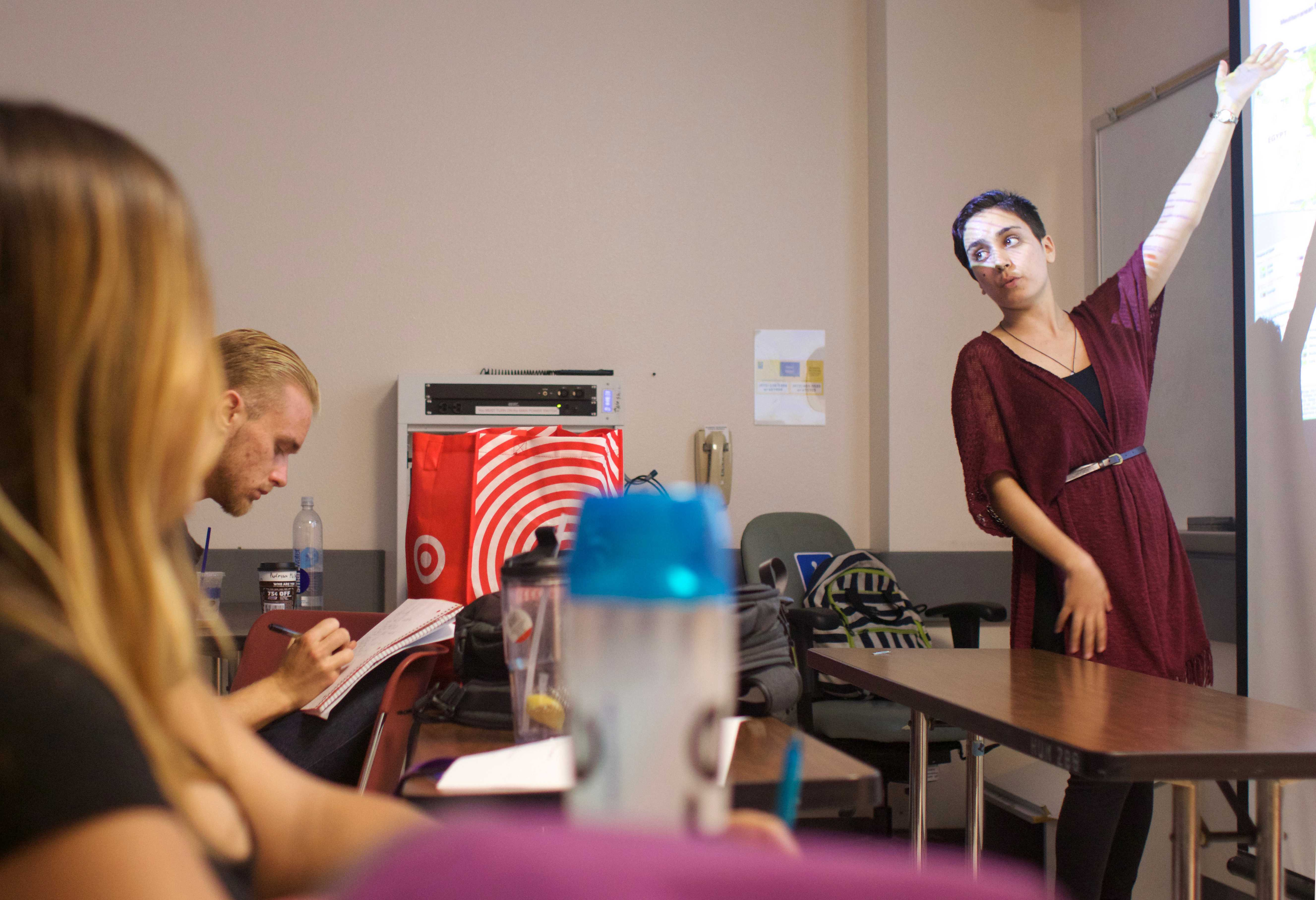 Alisar Mustafa teaches a class in the Humanities Building at SF State on Monday, September 11, 2017. (Oscar Rendon/Golden Gate Xpress)