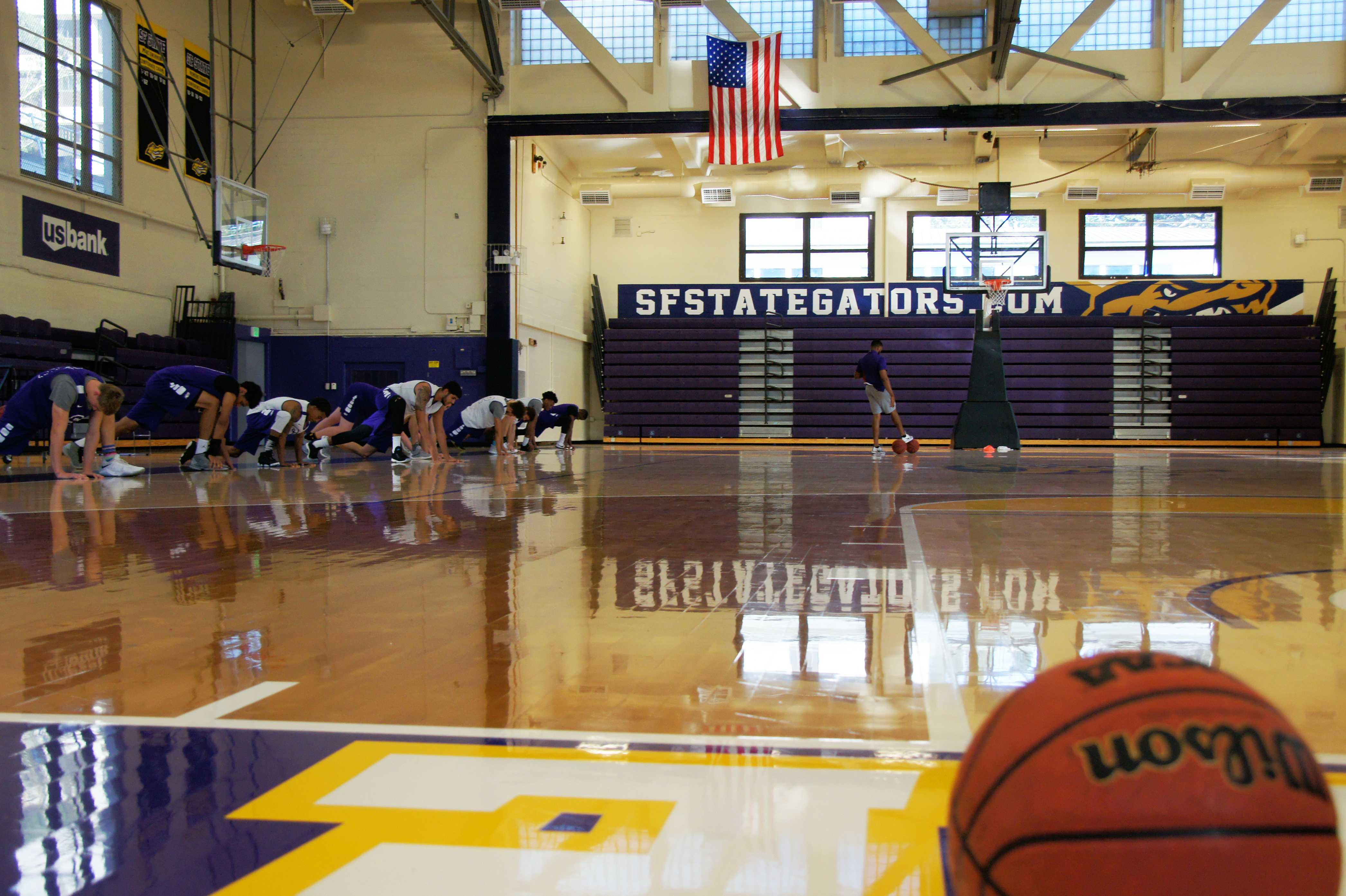 The men's basketball team practices in the gym at SF State on Wednesday, Nov. 1, 2017. (Aya Yoshida/Golden Gate Xpress)