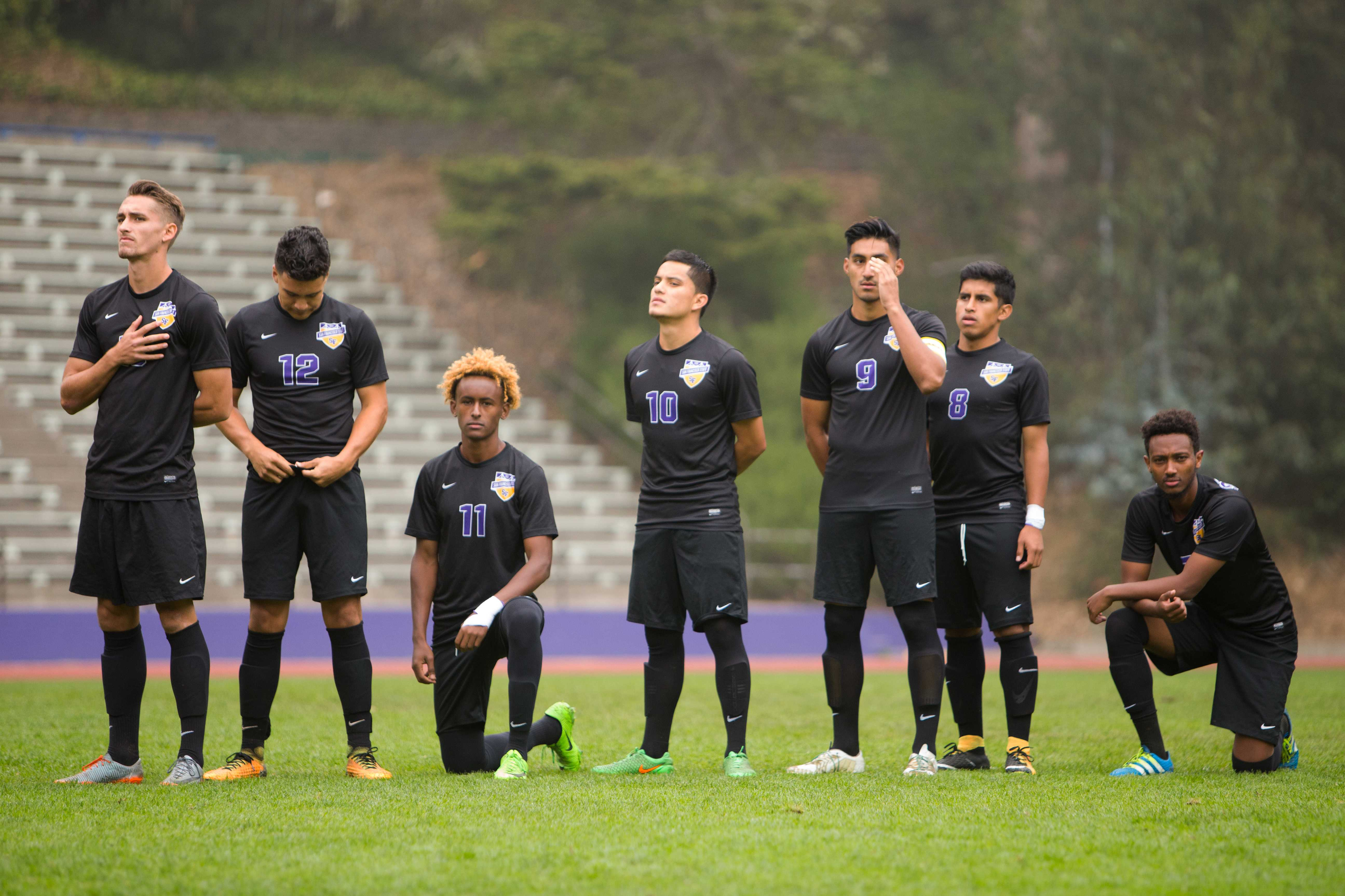 Members of the SF State Men's soccer team kneel during the National Anthem. (Golden Gate Xpress/Mitchell Mylius)