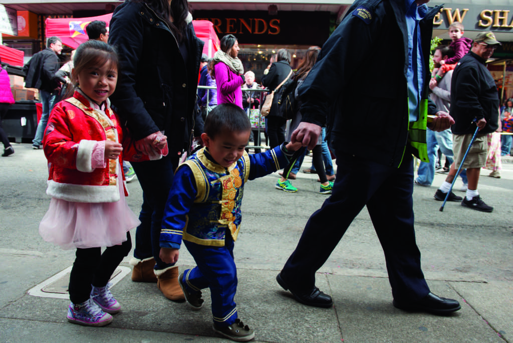 Katelyn+Luong%2C+left%2C+and+Jacob+Luong%2C+right%2C+walk+hand+in+hand+with+their+parents+through+Chinatown+as+the+city+begins+to+prepare+for+the+Chinese+Lunar+New+Year+Parade+on+Saturday+Feb.+24%2C+2018+in+San+Francisco.+%28David+Rodriguez%2FGolden+Gate+Xpress%29