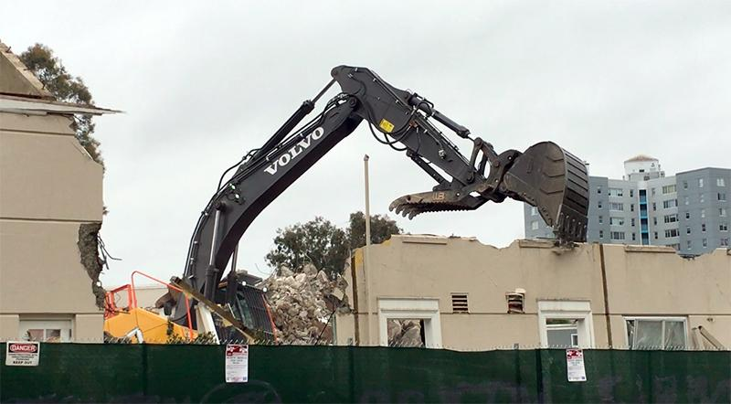 A backhoe demolishes student housing along Tapia Drive on Sept, 5. (Sylvie Sturm/Golden Gate Xpress)