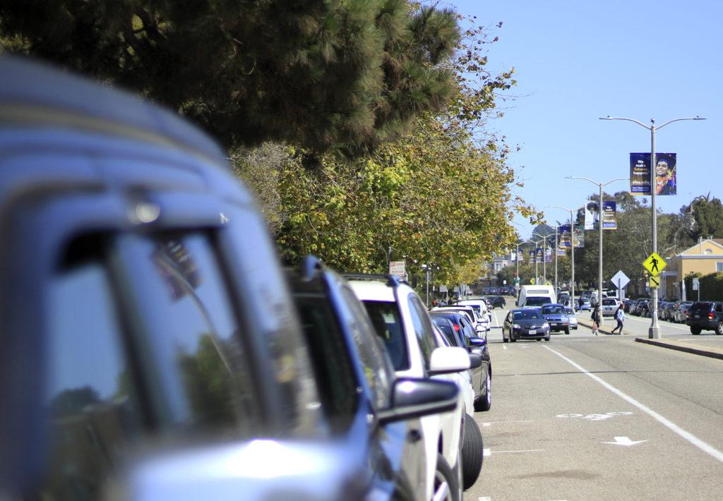 An Uber double parks and waits for its riders on Holloway Avenue on Thursday, Sept. 20, 2018. (Lindsey Moore/GoldenGateXpress)