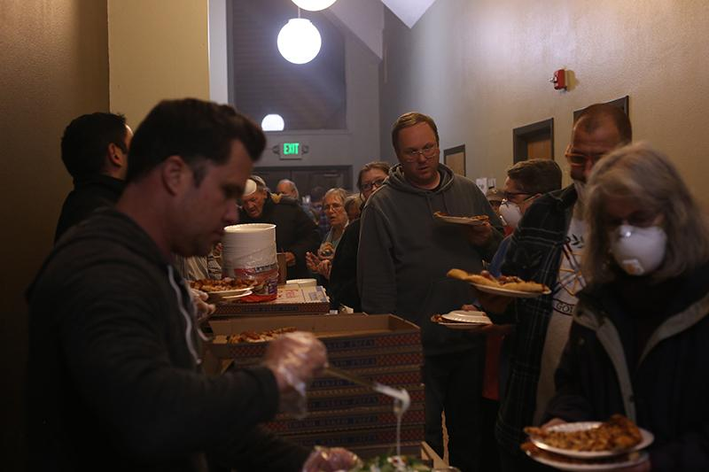 Chico residents wait in a line for pizza and other food at The Neighborhood Church in Chico on Friday, Nov. 9, 2018. (Christian Urrutia/Golden Gate Xpress)