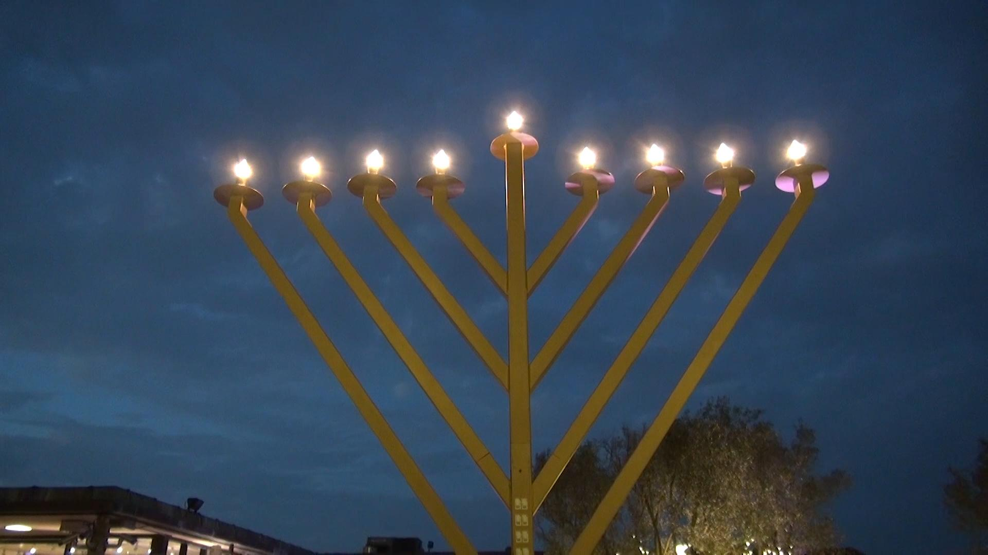 Jewish Community Center celebrates last night of Hanukkah in Ghirardelli Square