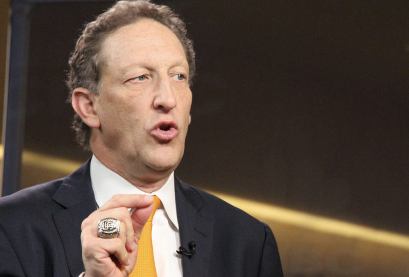 No fond farewell for Giants CEO Larry Baer