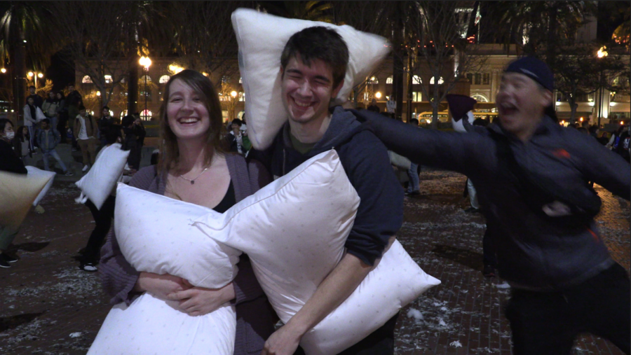 Mary Leehumke and Noah Reson-Brown at the pillow fight. (David Sjostedt / Golden Gate Xpress)