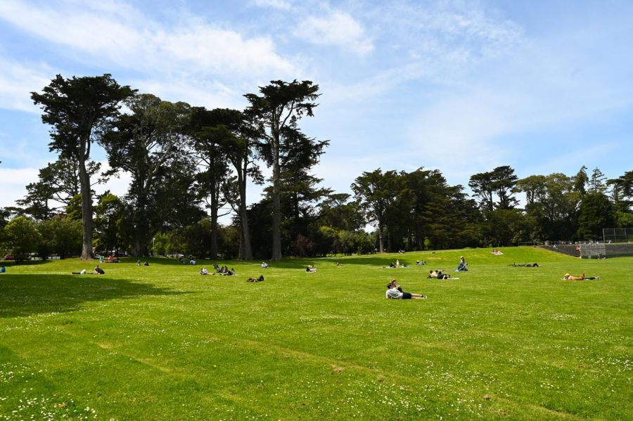 People practice social distancing at Golden Gate Park as they pass time. (James Wyatt / Golden Gate Xpress)