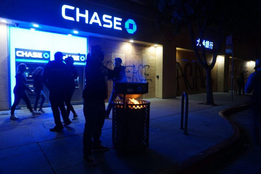 Protests broke out in downtown Oakland, CA on Friday night. (Jocelyn Hernandez Gomez / Golden Gate Xpress)