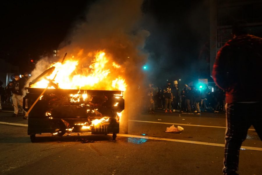 Protests broke out in downtown Oakland, CA on Friday night. (Jocelyn Hernandez Gomez / Golden Gate Xpress)