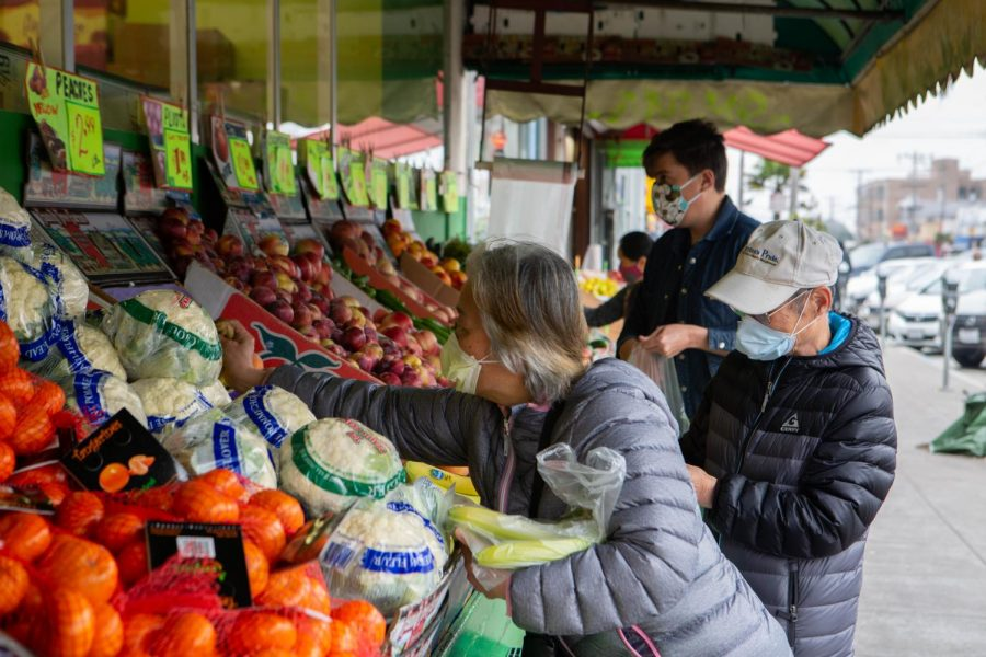 Customers shop for produce outside of 22nd & Irving Market in San Francisco on Aug. 30, 2020. (Sean Reyes / Golden Gate Xpress)