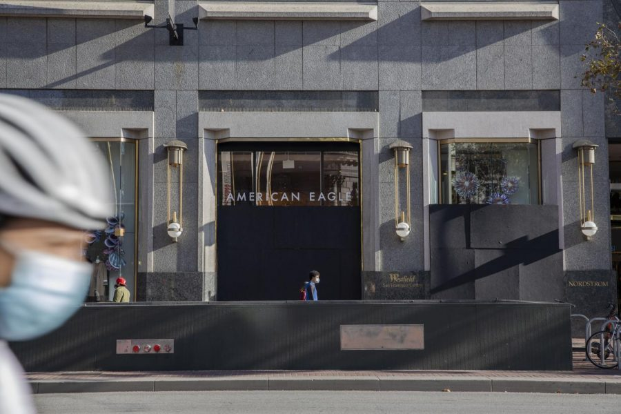 American Eagle and other retail outlets in downtown San Francisco board up windows with plywood on Oct. 30, 2020 in preparation for Election Day's results. (Emily Curiel / Golden Gate Xpress)