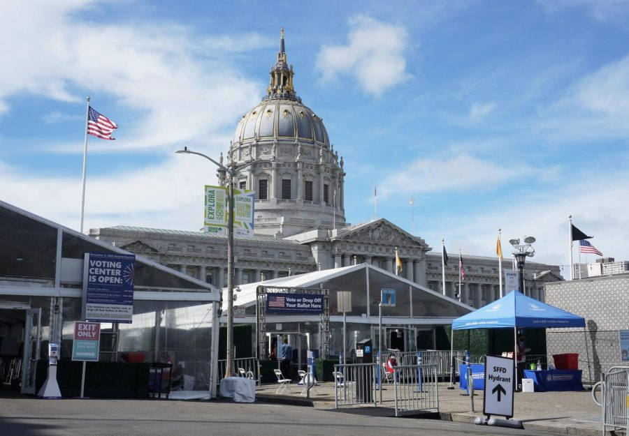 The in-person Voting Center in front of Bill Graham Civic Auditorium and City Hall in San Francisco on Oct. 9, 2020. (Alex Drew / Golden Gate Xpress)