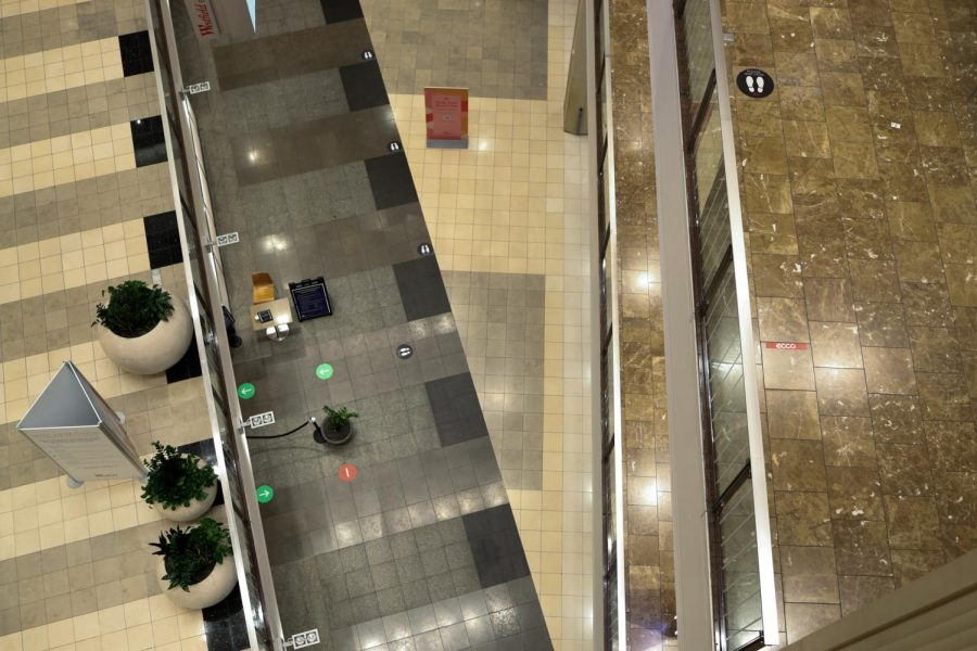 Social distancing floor decals line the outside of stores inside Westfield San Francisco Centre to promote social distancing. San Francisco has reached the yellow stage of the color reopening plan and indoor places will be allowed to be at 50% capacity starting Nov. 3, 2020. (Dyanna Calvario / Golden Gate Xpress)