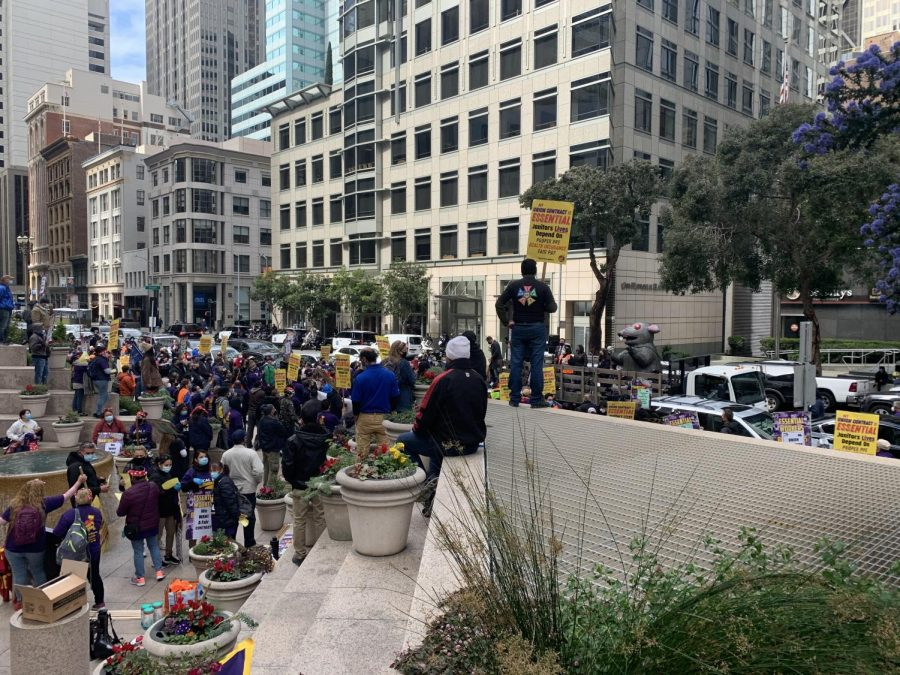 Around+100+members+of+the+Service+Employees+International+Union+%28SEIU%29+Local+87+protest%0Aoutside+101+California+Street+for+a+contract+action+for+janitors+on+Monday.+The+union+hopes+for%0APPE+for+janitors%2C+healthcare%2C+fair+pay%2C+and+previously+laid+off+workers+to+return+to+work.+%28Jian%0AYang+%2F+Golden+Gate+Xpress%29