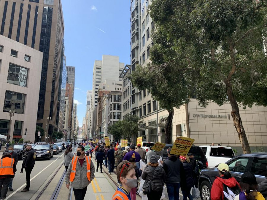 Members of the SEIU Local 87 protest along California Street on Wednesday for a contract action in janitorial workers. (Jian Yang / Golden Gate Xpress)