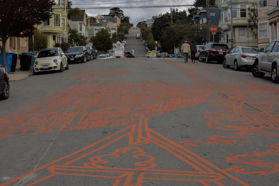 """Pedestrians walk alongside Amos Goldbaum's recently completed mural, in the heart of Noe Valley. Goldbaum said, """"Now it feels like a cohesive whole."""" (Leila Figueroa / Golden Gate Xpress)"""